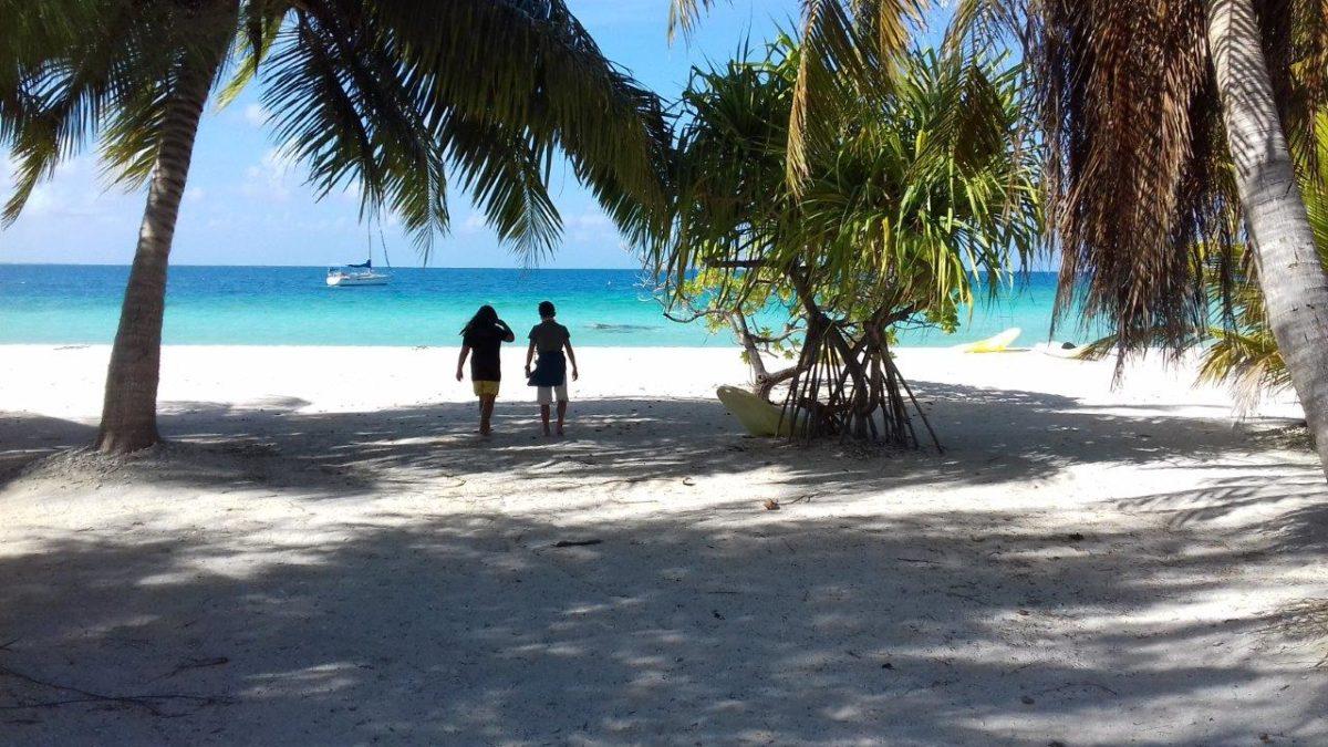 Tikehau : survol du lagon et arrivée chez Vanina