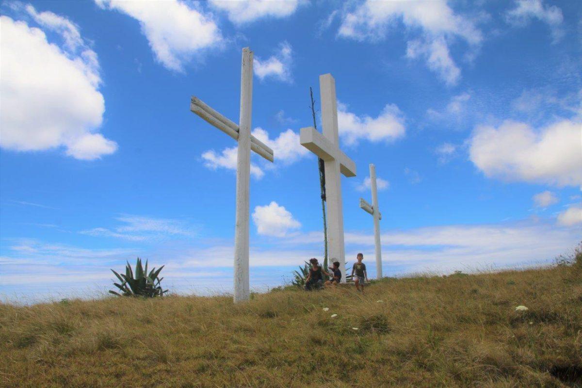 Rapa Nui (Île de Pâques) : El Cerro de las Tres Cruces