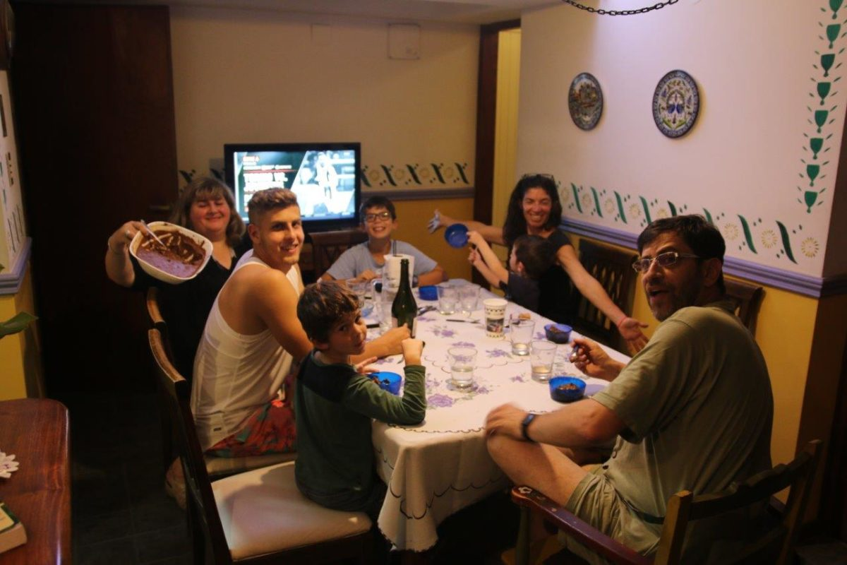 El Vino, Las Bodegas, El Futbol, La Cocina, La Vida de Mendoza