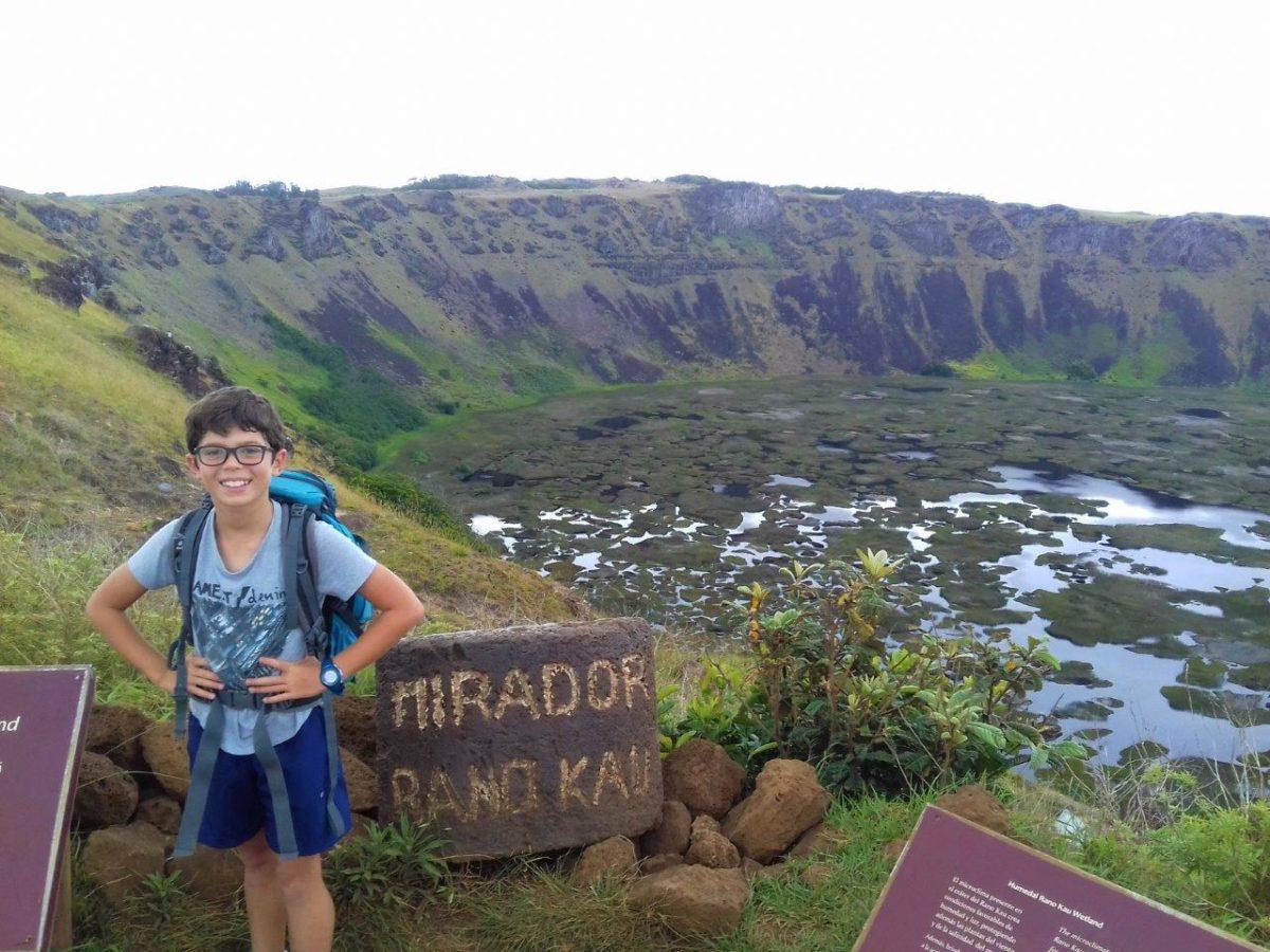 Rando au volcan Rano Kau (le chaudron) et à Orongo, cité de l'homme oiseau